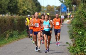 Nicole Philippens in actie tijdens de Halve Marathon van Hoogland 2014
